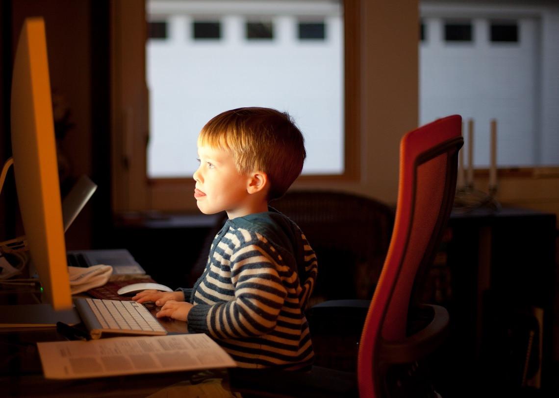 Les enfants face à l'écran - Fédération des Femmes pour la Paix Mondiale